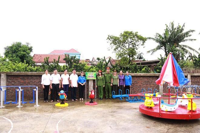 Công an quận Long Biên xây dựng sân chơi thiếu nhi cho trẻ em khó khăn ảnh 1