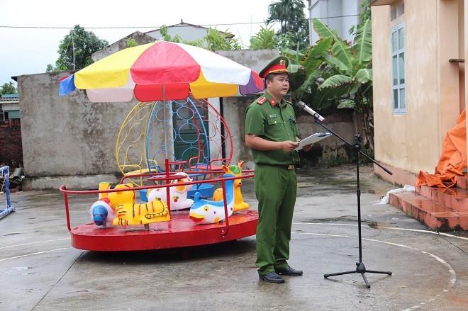 Công an quận Long Biên xây dựng sân chơi thiếu nhi cho trẻ em khó khăn ảnh 2