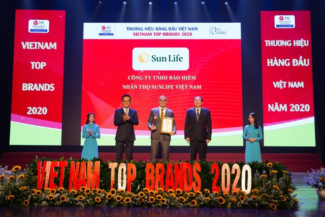 Sun Life Việt Nam đạt danh hiệu Top 10 Thương hiệu hàng đầu năm 2020 ảnh 1