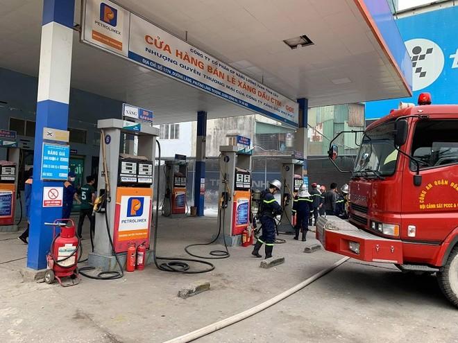 Cứu nhân viên mắc kẹt trong đám cháy giả định tại cây xăng CTM -GGE ảnh 5