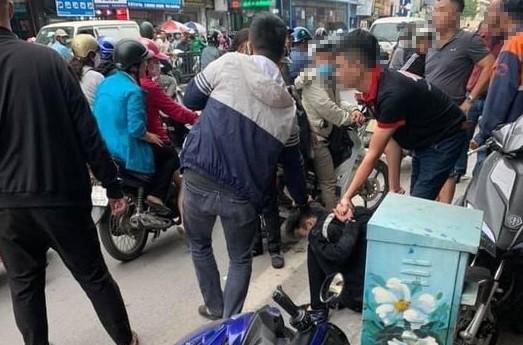 Bắt 'nóng' đối tượng cướp hiệu vàng ở phố Tôn Đức Thắng ảnh 1
