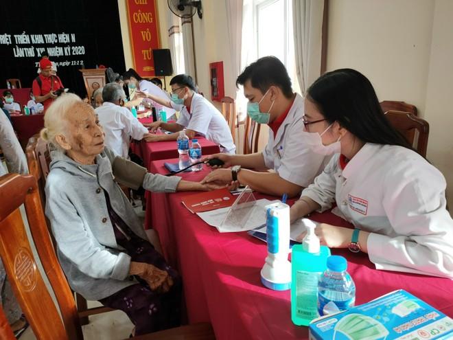 Generali Việt Nam hỗ trợ hơn 6,5 tỷ đồng cho hàng nghìn hộ gia đình ở miền Trung ảnh 2