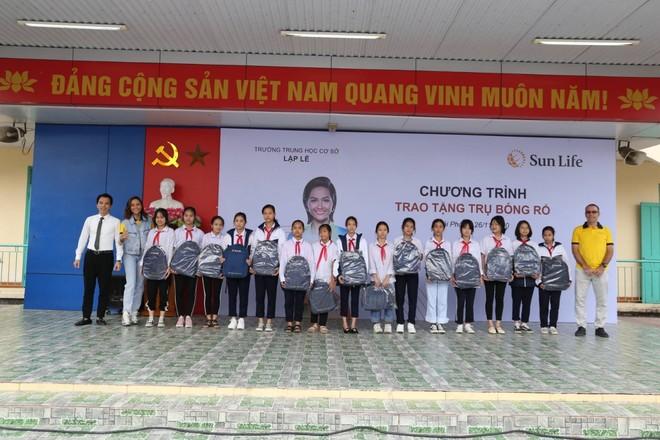 Sun Life trao tặng trụ bóng rổ cho 51 trường học trên cả nước ảnh 2