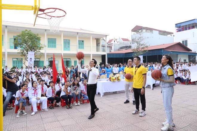 Sun Life trao tặng trụ bóng rổ cho 51 trường học trên cả nước ảnh 3