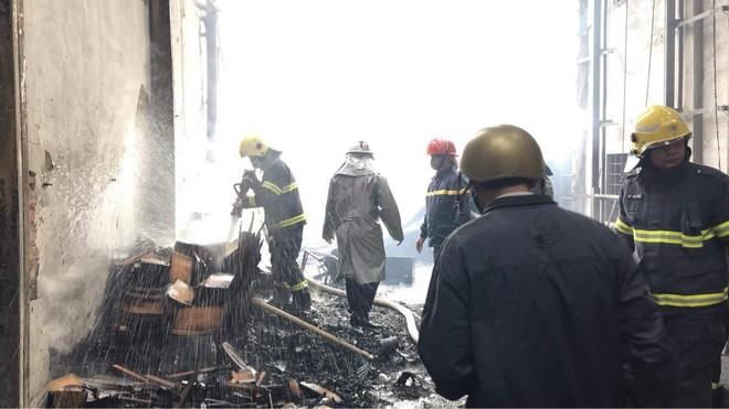 Cháy xưởng gỗ rộng 700 m2 ở huyện Thạch Thất ảnh 2