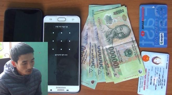 Dùng điện thoại vừa cướp giật để lừa đảo ảnh 1