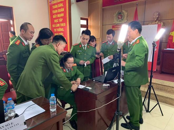 Công an Hà Nội mở cao điểm cấp căn cước công dân lưu động ảnh 2