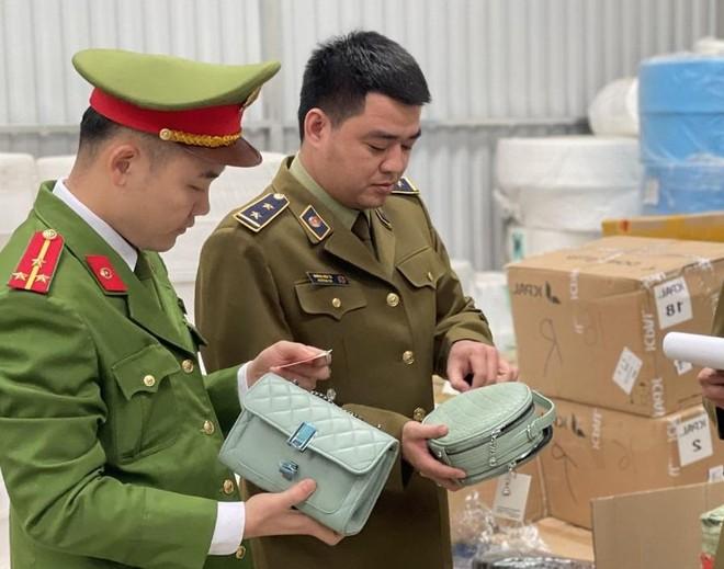 Phát hiện xe container chở hàng hóa nghi nhập lậu trị giá 3 tỷ đồng ảnh 1