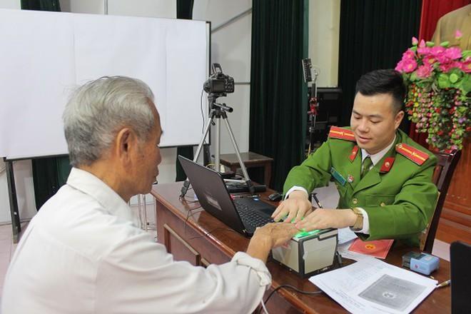 Công an Hà Nội mở cao điểm cấp căn cước công dân lưu động ảnh 1