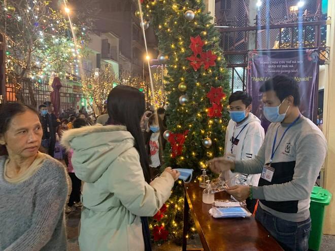 Bảo vệ an toàn cho người dân vui đón lễ Giáng sinh ảnh 8