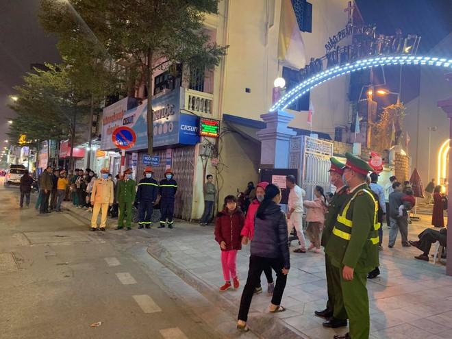 Bảo vệ an toàn cho người dân vui đón lễ Giáng sinh ảnh 6