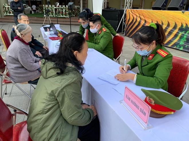 Công an quận Hai Bà Trưng thực hiện cấp căn cước công dân lưu động ảnh 4