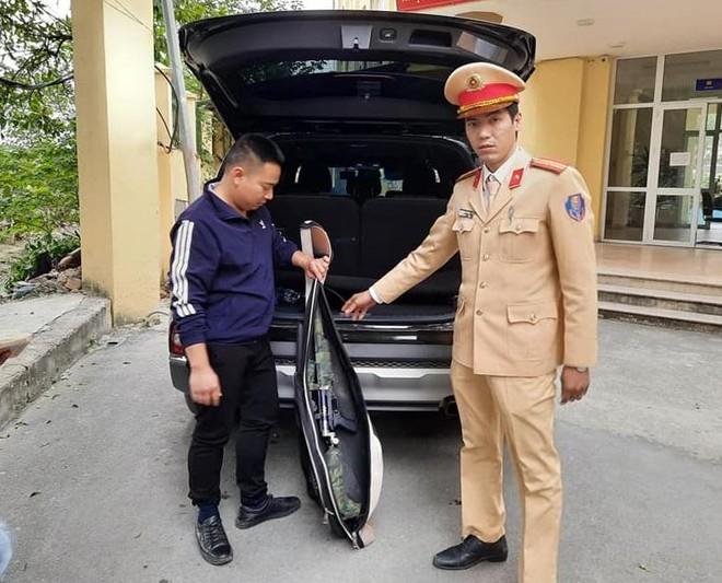 Nam thanh niên cất giấu súng trong xe ô tô bị Cảnh sát 141 bắt giữ ảnh 1