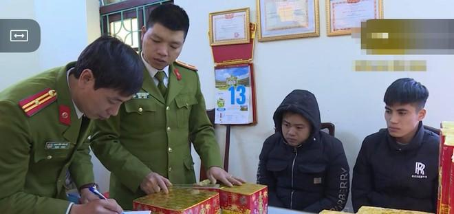 Ngụy trang gần 200 kg pháo hoa trong xe ôtô vận chuyển về Hà Nội tiêu thụ ảnh 1