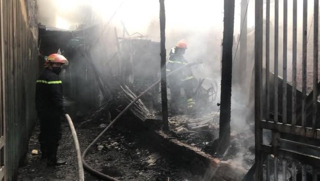 Kịp thời giải cứu nhiều người mắc kẹt trong đám cháy ảnh 3