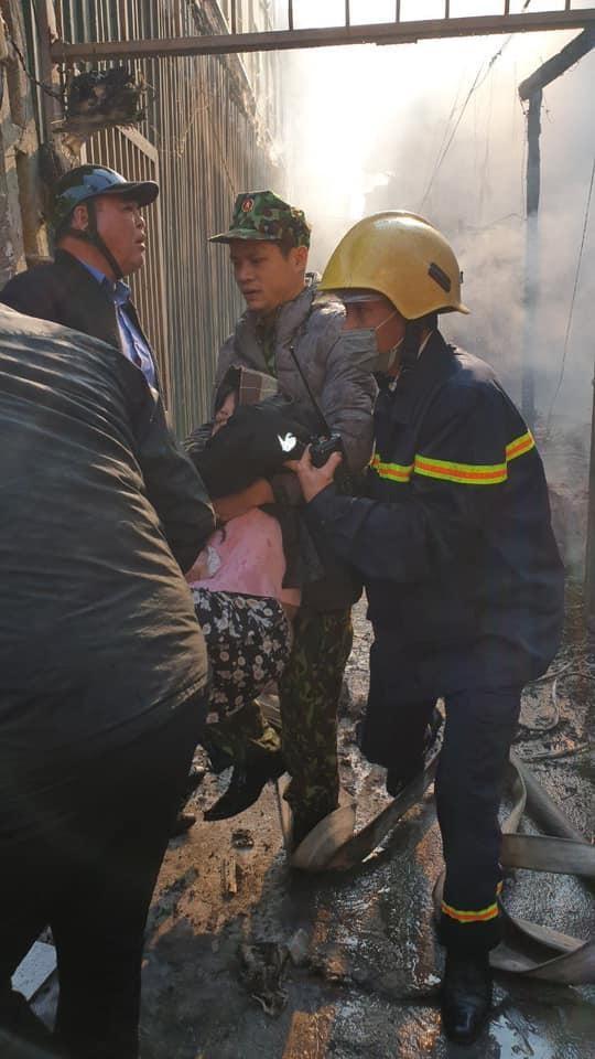 Kịp thời giải cứu nhiều người mắc kẹt trong đám cháy ảnh 2