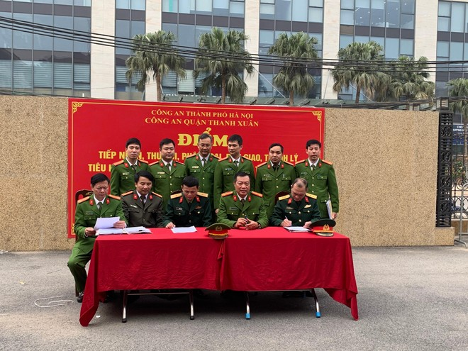 Công an quận Thanh Xuân thu hồi nhiều súng, đạn, vũ khí các loại ảnh 4