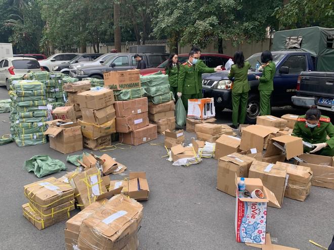 Công an Hà Nội phát hiện 39.000 sản phẩm khóa và phụ kiện cửa giả ảnh 1