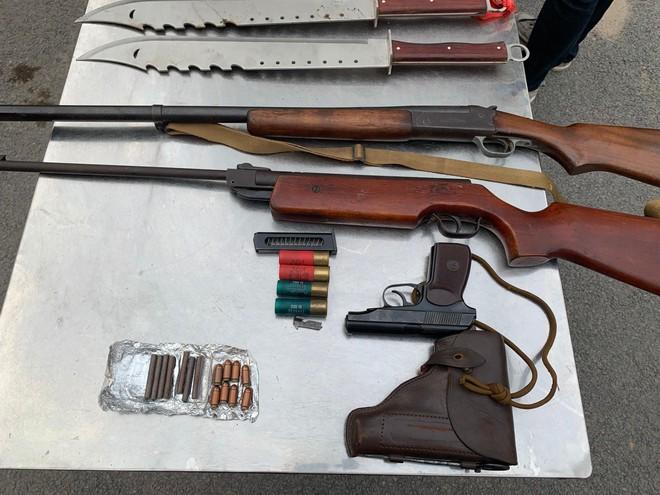Công an quận Thanh Xuân thu hồi nhiều súng, đạn, vũ khí các loại ảnh 2