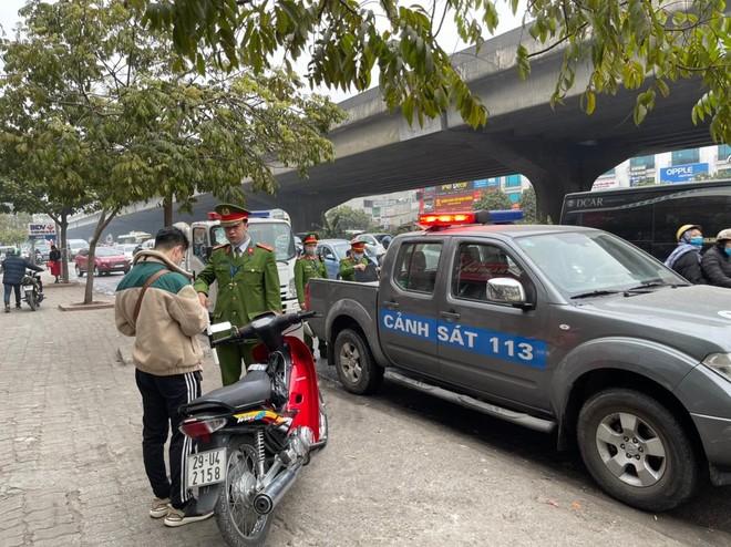 Xử phạt 231 trường hợp xe máy đi ngược chiều trên các tuyến đường chính của quận Thanh Xuân ảnh 2