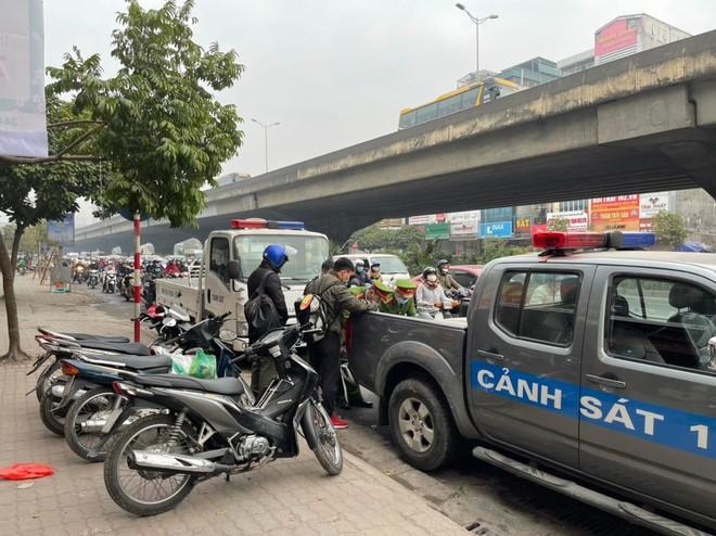 Xử phạt 231 trường hợp xe máy đi ngược chiều trên các tuyến đường chính của quận Thanh Xuân ảnh 4