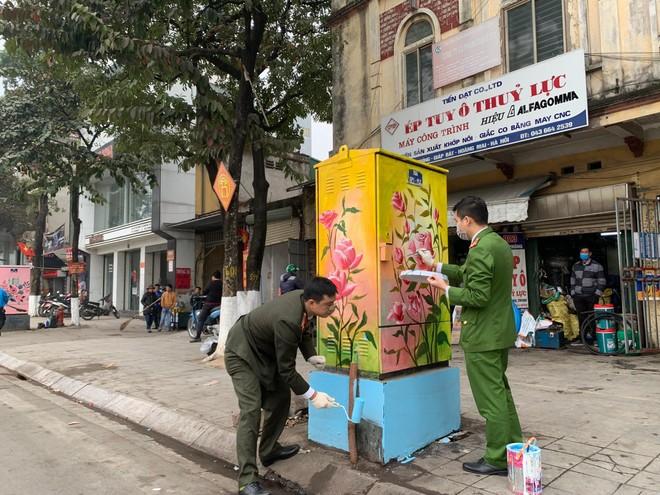 """Tuổi trẻ quận Hoàng Mai với những """"bốt điện nở hoa"""" làm đẹp đường phố ảnh 2"""