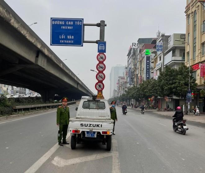 Xử phạt 231 trường hợp xe máy đi ngược chiều trên các tuyến đường chính của quận Thanh Xuân ảnh 3