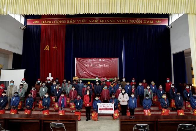 Generali Việt Nam trao áo ấm cho trẻ em và hỗ trợ các gia đình khó khăn ảnh 1