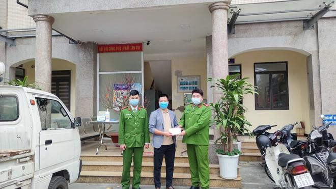 Công an phường Kim Giang tìm lại tài sản bị đánh rơi cho người dân ảnh 1