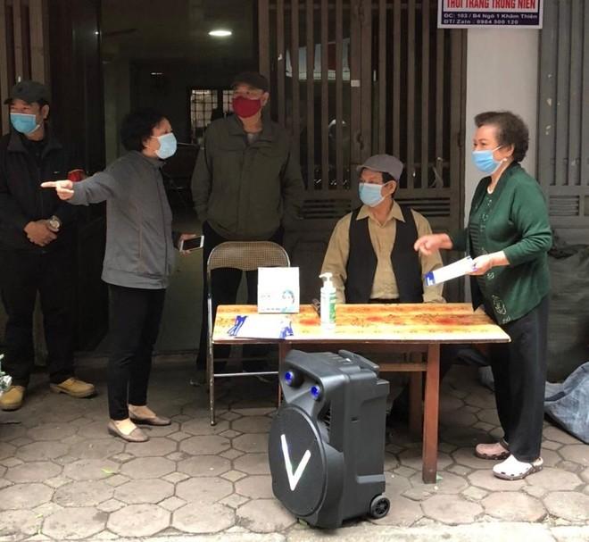 Công an quận Đống Đa, Hà Nội: Xử phạt 46 trường hợp không đeo khẩu trang nơi công cộng ảnh 4