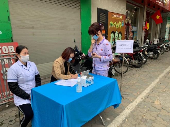 Công an quận Đống Đa, Hà Nội: Xử phạt 46 trường hợp không đeo khẩu trang nơi công cộng ảnh 5