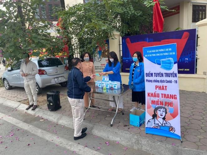 Công an quận Đống Đa, Hà Nội: Xử phạt 46 trường hợp không đeo khẩu trang nơi công cộng ảnh 1