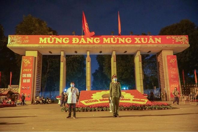 [Ảnh] Công an Hà Nội đảm bảo an toàn tại điểm bắn pháo hoa đêm giao thừa ảnh 5