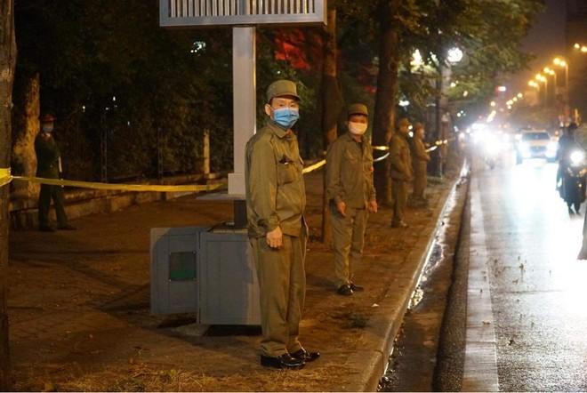 [Ảnh] Công an Hà Nội đảm bảo an toàn tại điểm bắn pháo hoa đêm giao thừa ảnh 4
