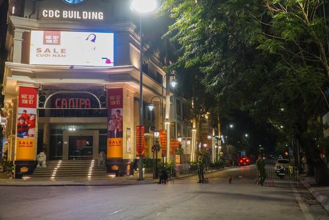 [Ảnh] Công an Hà Nội đảm bảo an toàn tại điểm bắn pháo hoa đêm giao thừa ảnh 3