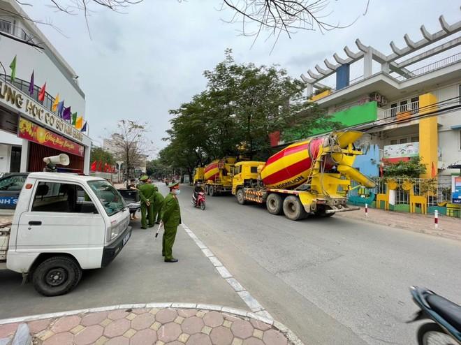Công an quận Thanh Xuân: Xử lý 4 xe bồn bê tông đi vào 'phố cấm' ảnh 3