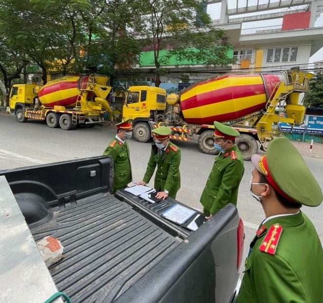 Công an quận Thanh Xuân: Xử lý 4 xe bồn bê tông đi vào 'phố cấm' ảnh 2
