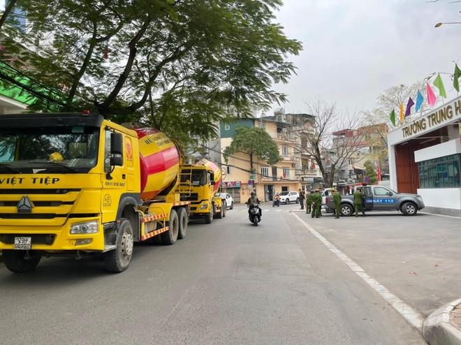 Công an quận Thanh Xuân: Xử lý 4 xe bồn bê tông đi vào 'phố cấm' ảnh 1