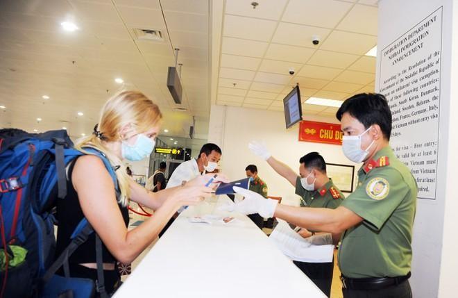 Tiếp tục gia hạn tạm trú cho người nước ngoài không thể xuất cảnh vì dịch Covid 19 ảnh 1