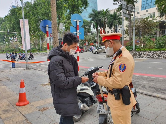 Hà Nội: Nộp phạt online qua hệ thống cơ sở dữ liệu Quốc gia về dân cư ngay tại điểm vi phạm giao thông ảnh 2