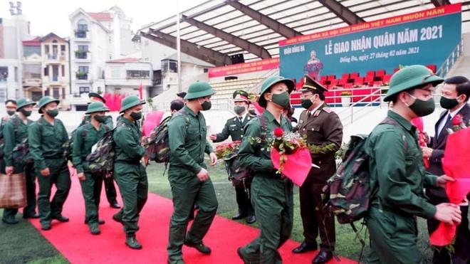 Giám đốc Công an Hà Nội dự lễ giao nhận quân năm 2021 tại quận Đống Đa ảnh 2