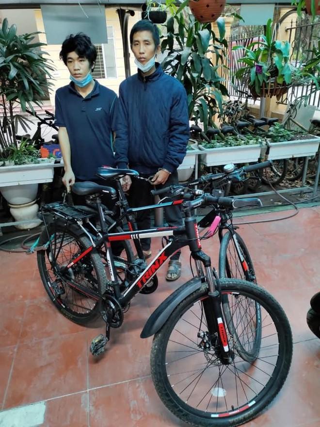 Bắt quả tang 2 đối tượng đang đập khóa chữ U để trộm cắp xe đạp ảnh 1