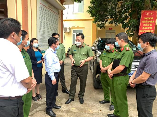 Giám đốc CATP Hà Nội kiểm tra công tác cấp CCCD gắn chip tại huyện Thạch Thất: Tháo gỡ từng khó khăn, vướng mắc ảnh 2