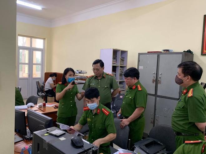 Giám đốc CATP Hà Nội kiểm tra công tác cấp CCCD gắn chip tại huyện Thạch Thất: Tháo gỡ từng khó khăn, vướng mắc ảnh 5