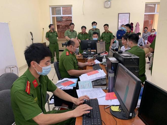 Giám đốc CATP Hà Nội kiểm tra công tác cấp CCCD gắn chip tại huyện Thạch Thất: Tháo gỡ từng khó khăn, vướng mắc ảnh 4
