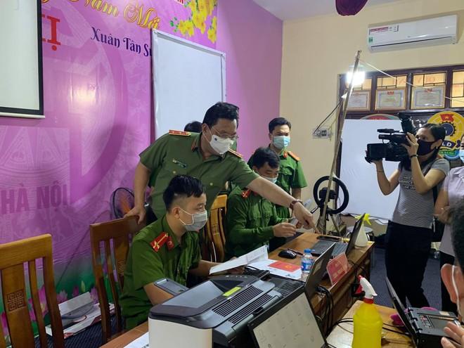 Giám đốc CATP Hà Nội kiểm tra công tác cấp CCCD gắn chip tại huyện Thạch Thất: Tháo gỡ từng khó khăn, vướng mắc ảnh 3
