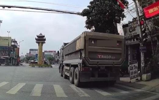 Tài xế xe tải vượt đèn đỏ bị 'phạt nguội' 4 triệu đồng ảnh 1