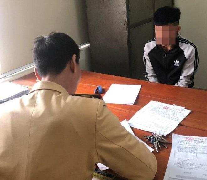 Nam thanh niên 'bốc đầu' xe máy khoe lên mạng xã hội bị xử phạt ảnh 2