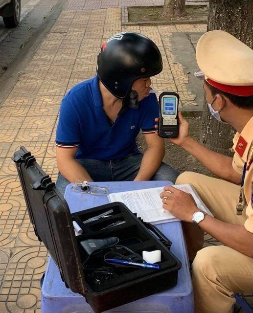 Xử phạt 692 trường hợp tài xế ô tô, xe máy vi phạm lỗi nồng độ cồn ảnh 1