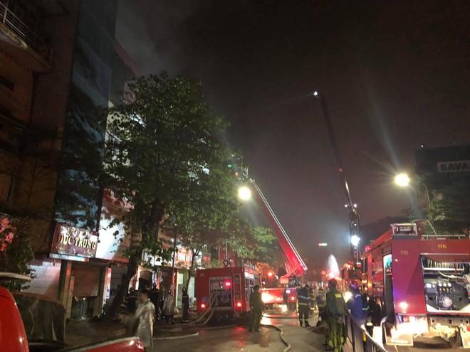 Tìm thấy 2 thi thể trong vụ cháy cửa hàng đồ sơ sinh ở phố Tôn Đức Thắng ảnh 1